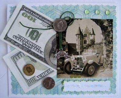 открытка с декорацией деньгами