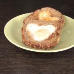 Яичница в форме сердца в тосте, приятный завтрак для влюблённых