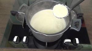 Суп пюре из брокколи и цветной капусты с куриной грудкой и сливками