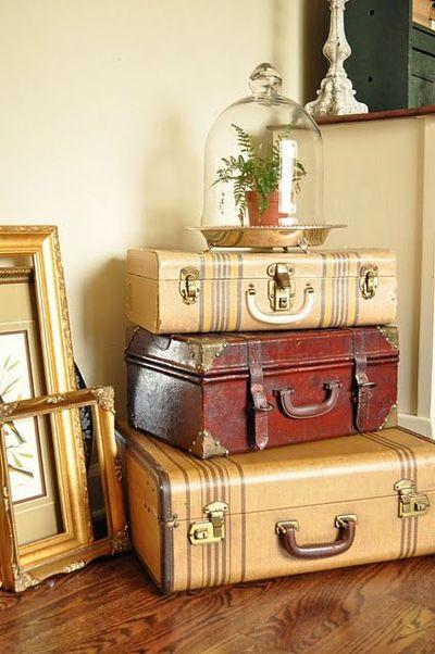 Vintage-Suitcases-interior-17