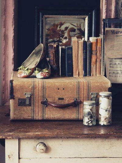 Vintage-Suitcases-interior-24