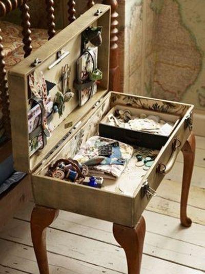 Vintage-Suitcases-interior-49