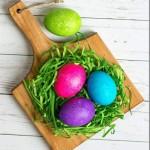 Как покрасить пасхальные яйца с помощью обычного риса