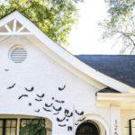 Простой и эффектный способ украсить дом к Хеллоуину летучими мышами + шаблон для вырезания