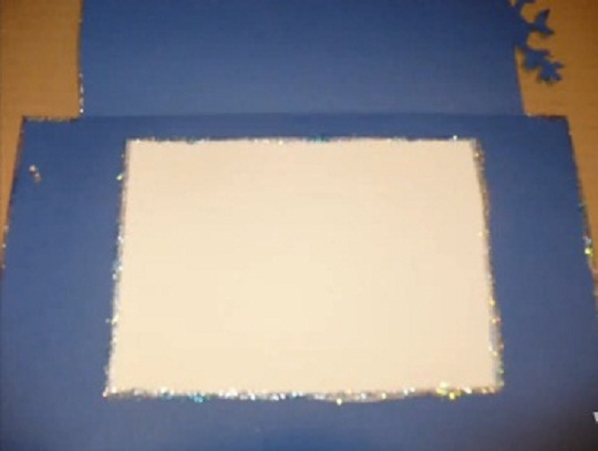 вклеиваем белый лист для поздравления с рождеством