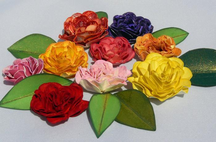 Цветочек из сердечек для открыток своими руками