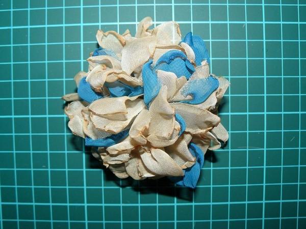 Цветок из ткани для открытки