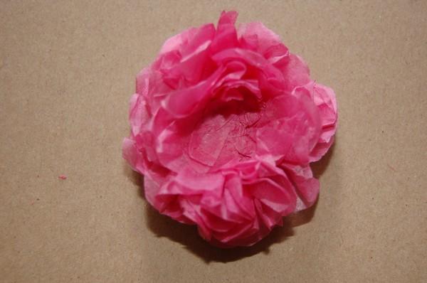 Цветок из папиросной бумаги своими руками