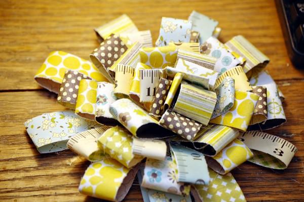 Цветок для украшения открытки из обрезков цветной бумаги своими руками