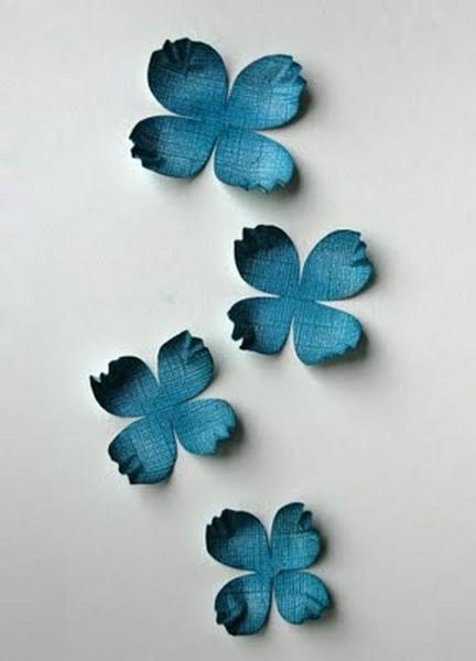 Красивый цветок из брадса