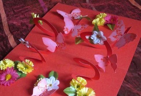 Объемная открытка со спиралью, бабочками и цветочками