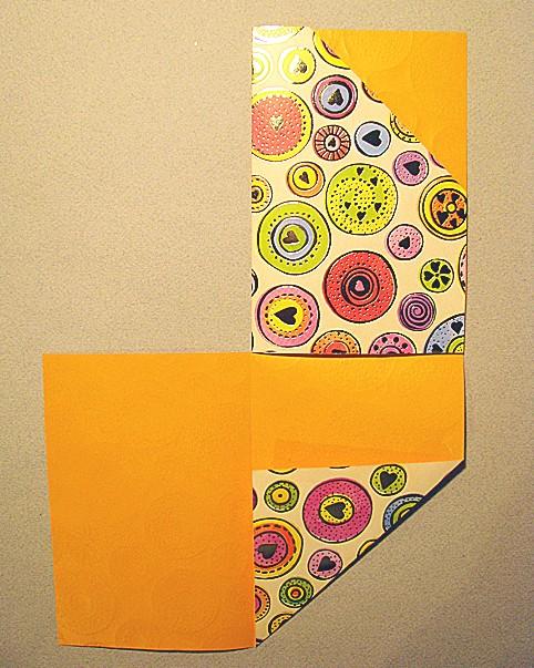 четвертинку бумаги с уголком заворачиваем