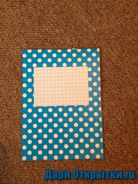 Делаем основу, вырезаем из другой бумаги треугольник и соединяем