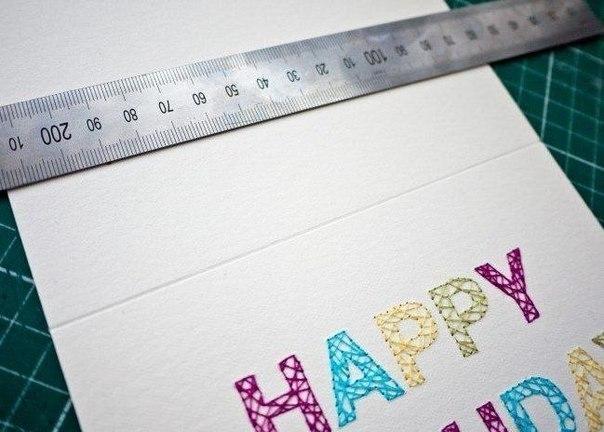 Вырезаем открытку и намечаем линию сгиба