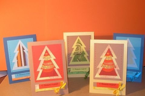 Простые открытки на новый год с елкой и бантиком