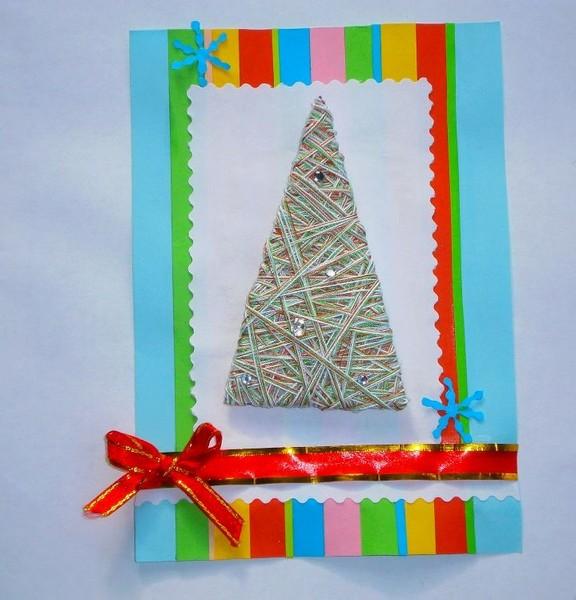 Новогодняя открытка с бантиком и ёлкой