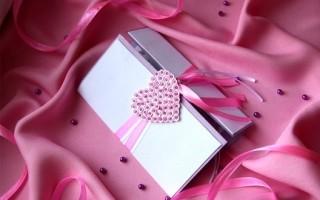 Валентинка своими руками с розовой лентой и сердцем из страз