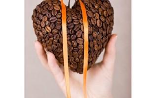 Валентинка в форме сердца из кофейных зерен