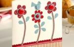Милая открытка с птичкой и цветами для мамы своими руками
