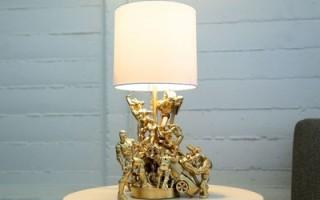Крутая настольная лампа из старых игрушек своими руками