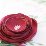 Простые цветочки из ткани за 5 минут своими руками