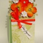 Поздравительная открытка с цветами и бантом своими руками