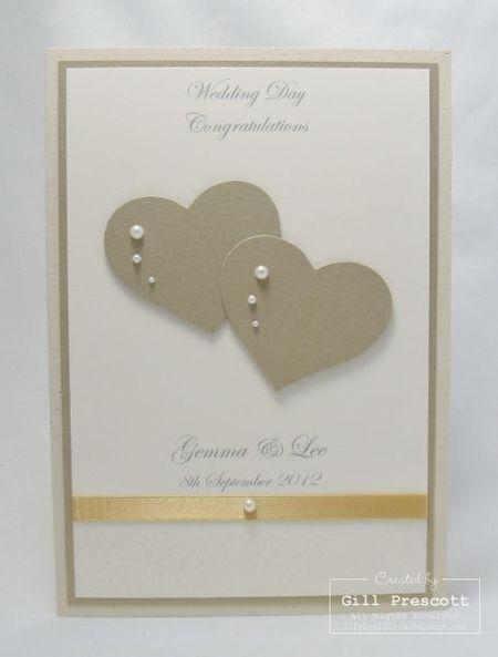 на фото сердечки на свадебной открытке