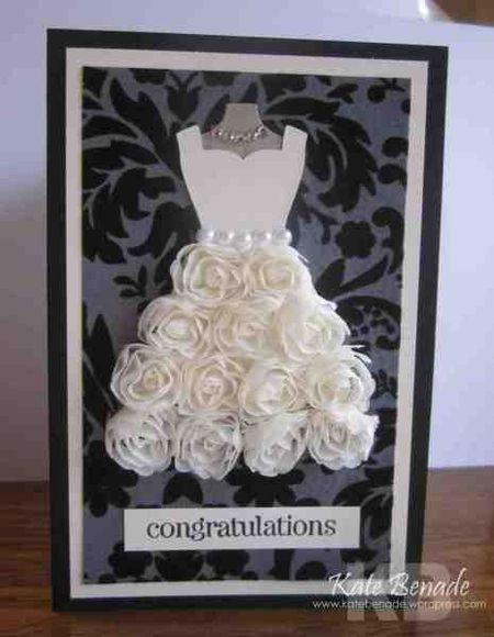 на фото открытка с платьем невесты из цветами